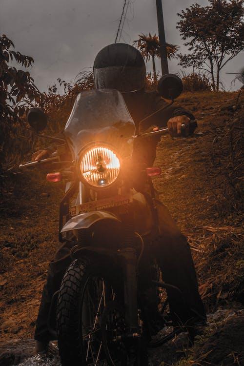 Foto d'estoc gratuïta de # motos # himalayan # royalenfield # pilot