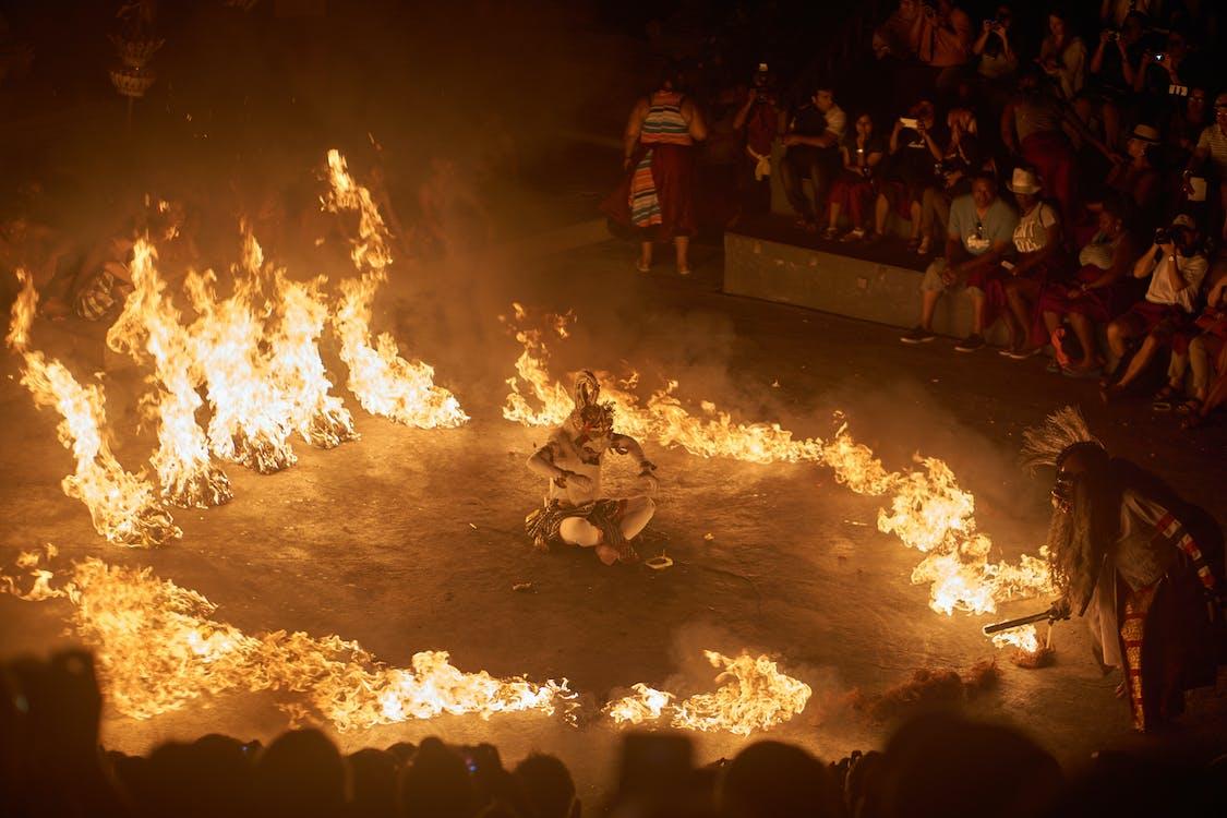 กลางคืน, กับดักนักท่องเที่ยว, การเผาไหม้