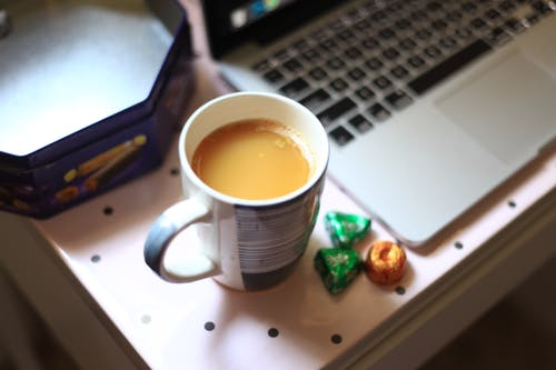 Základová fotografie zdarma na téma příborník, šálek kávy, studium, vysokoškoláci