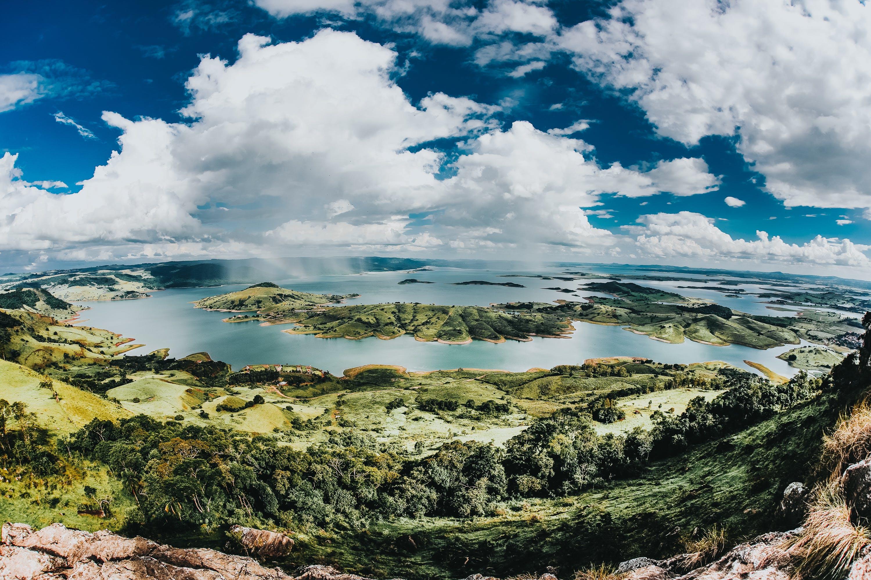 Gratis lagerfoto af bjerge, dagslys, græs, grøn