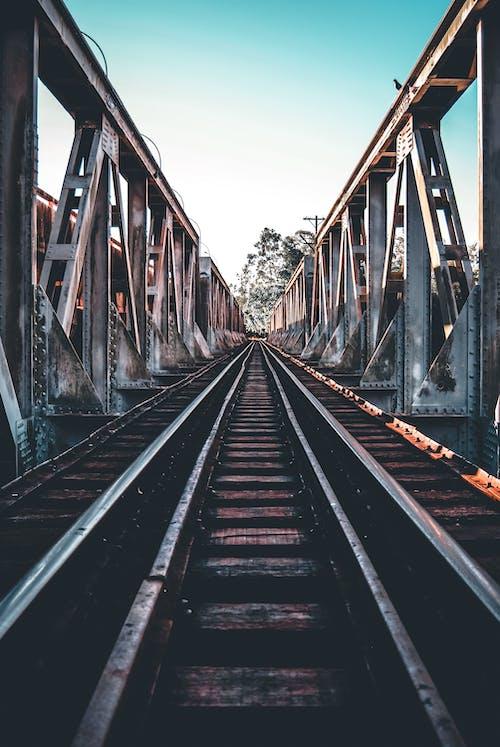 Foto stok gratis Arsitektur, baja, besi, jalan kereta api