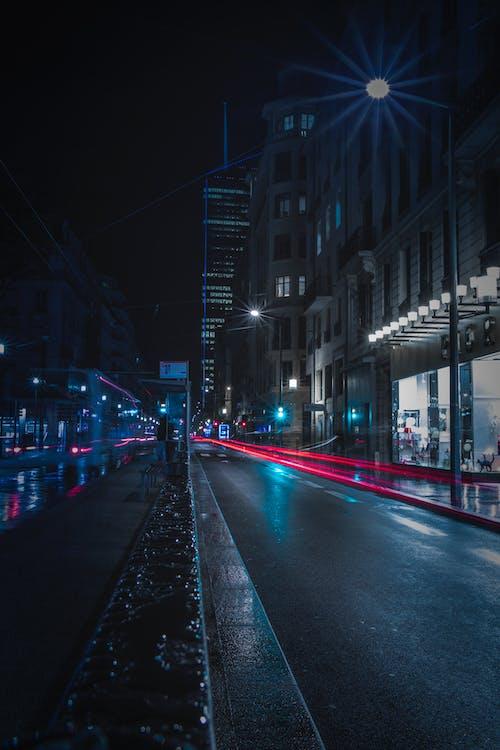 akşam, asfalt, gece, gece fotoğrafçılığı içeren Ücretsiz stok fotoğraf