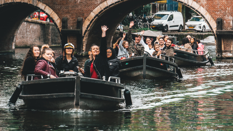 Základová fotografie zdarma na téma Amsterdam, captian, jízdu lodí, kanály