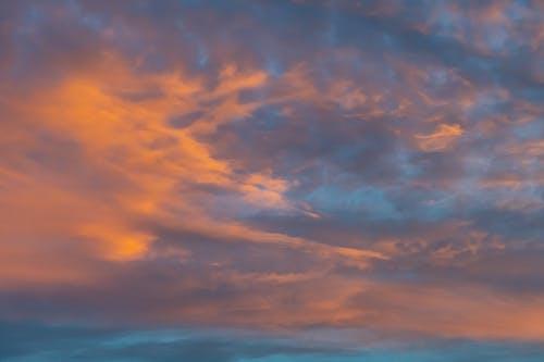 Nubes Blancas Y Naranjas
