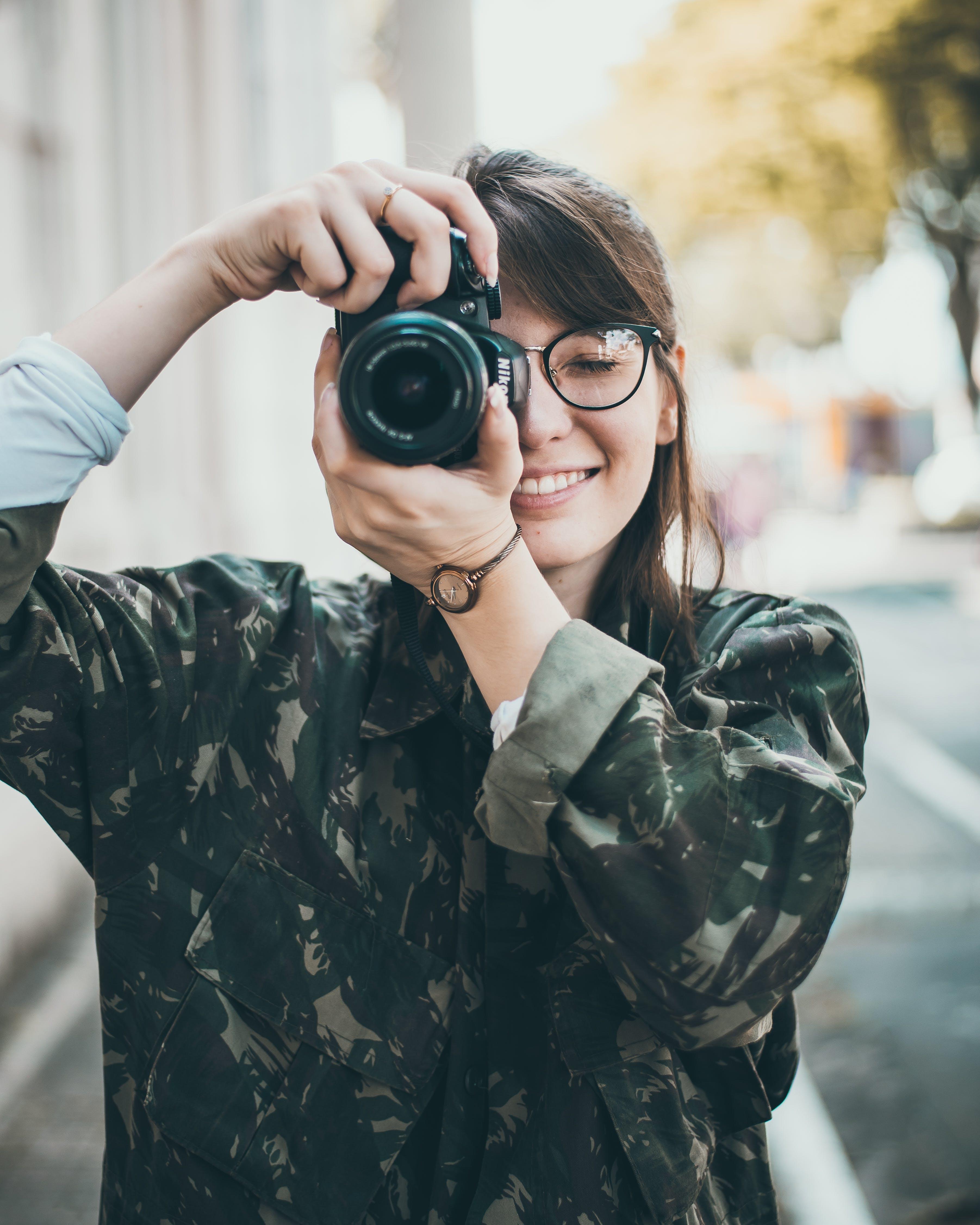 Kostenloses Stock Foto zu foto machen, frau, hübsch, kamera