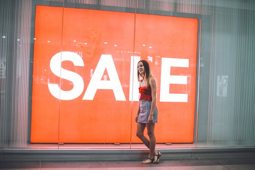 dükkan, indirim, işaret, Kadın içeren Ücretsiz stok fotoğraf