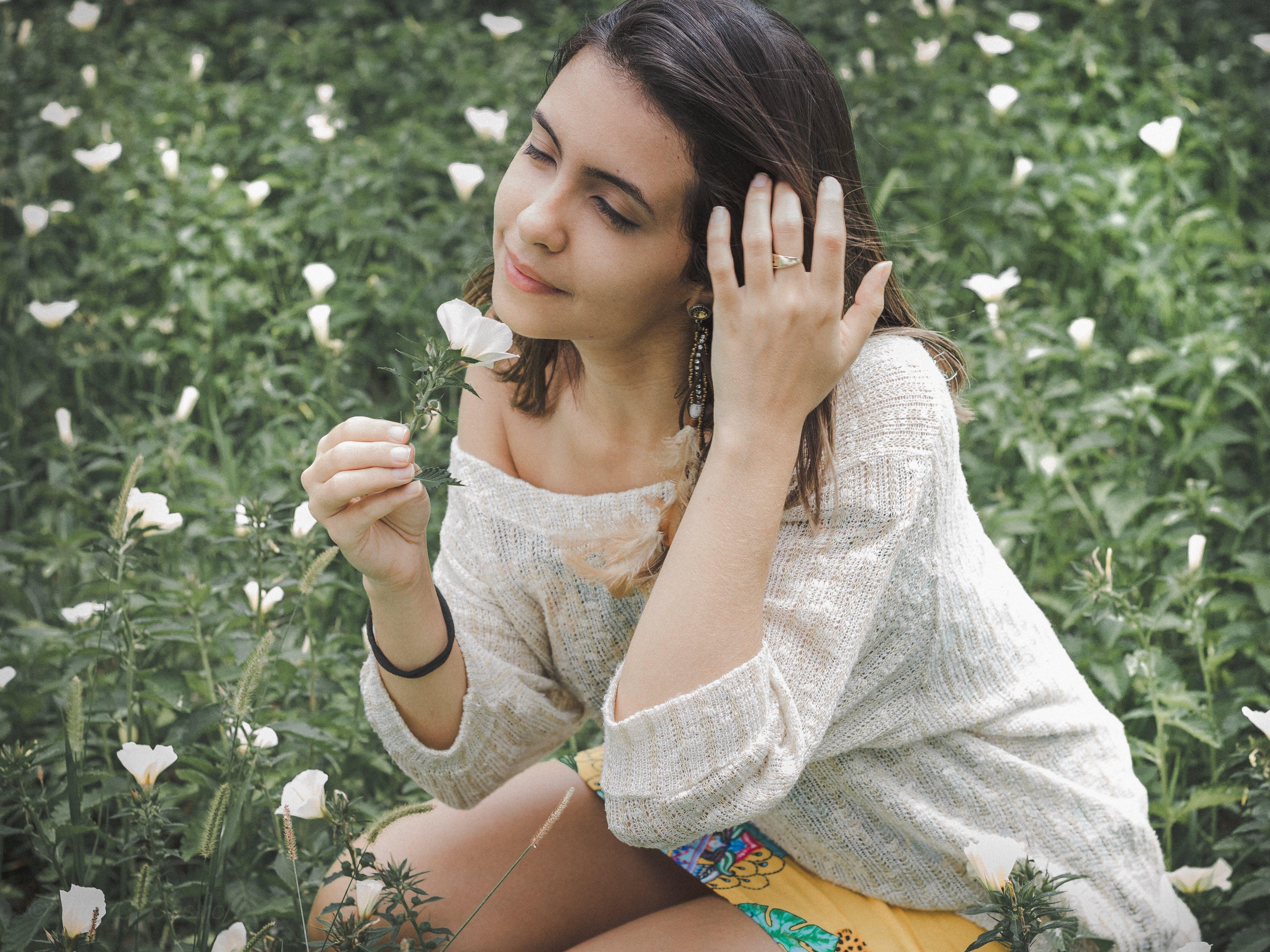 Gratis stockfoto met aantrekkelijk mooi, bloemen, iemand, mevrouw