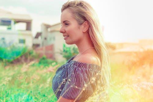 Ảnh lưu trữ miễn phí về mặt trời bùng phát, mặt trời buổi sáng, người phụ nữ Brazil, tóc vàng