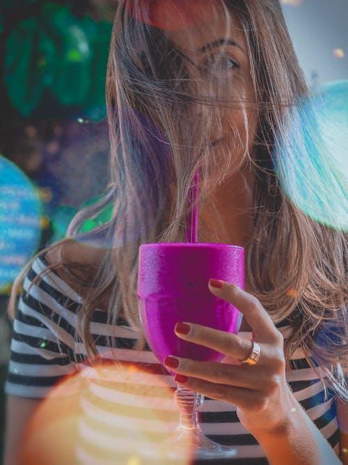 사람, 술을 마시다, 여성, 음료의 무료 스톡 사진