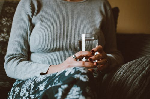 Kostnadsfri bild av dricksglas, dryck, glas, händer
