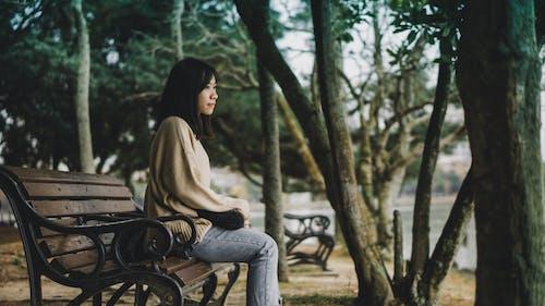 Ilmainen kuvapankkikuva tunnisteilla henkilö, istuminen, naine, nainen