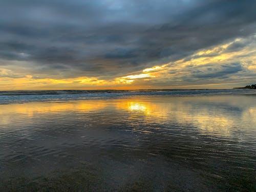 Foto d'estoc gratuïta de capvespre, color a l'aigua, colors, costa oceànica