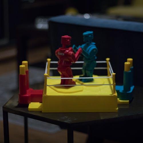 Foto profissional grátis de brinquedo, combate, robôs, sockem rockem