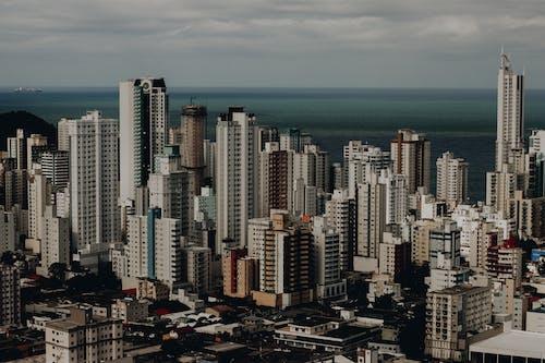 Gratis lagerfoto af by, bygninger, bylandskab, byområde