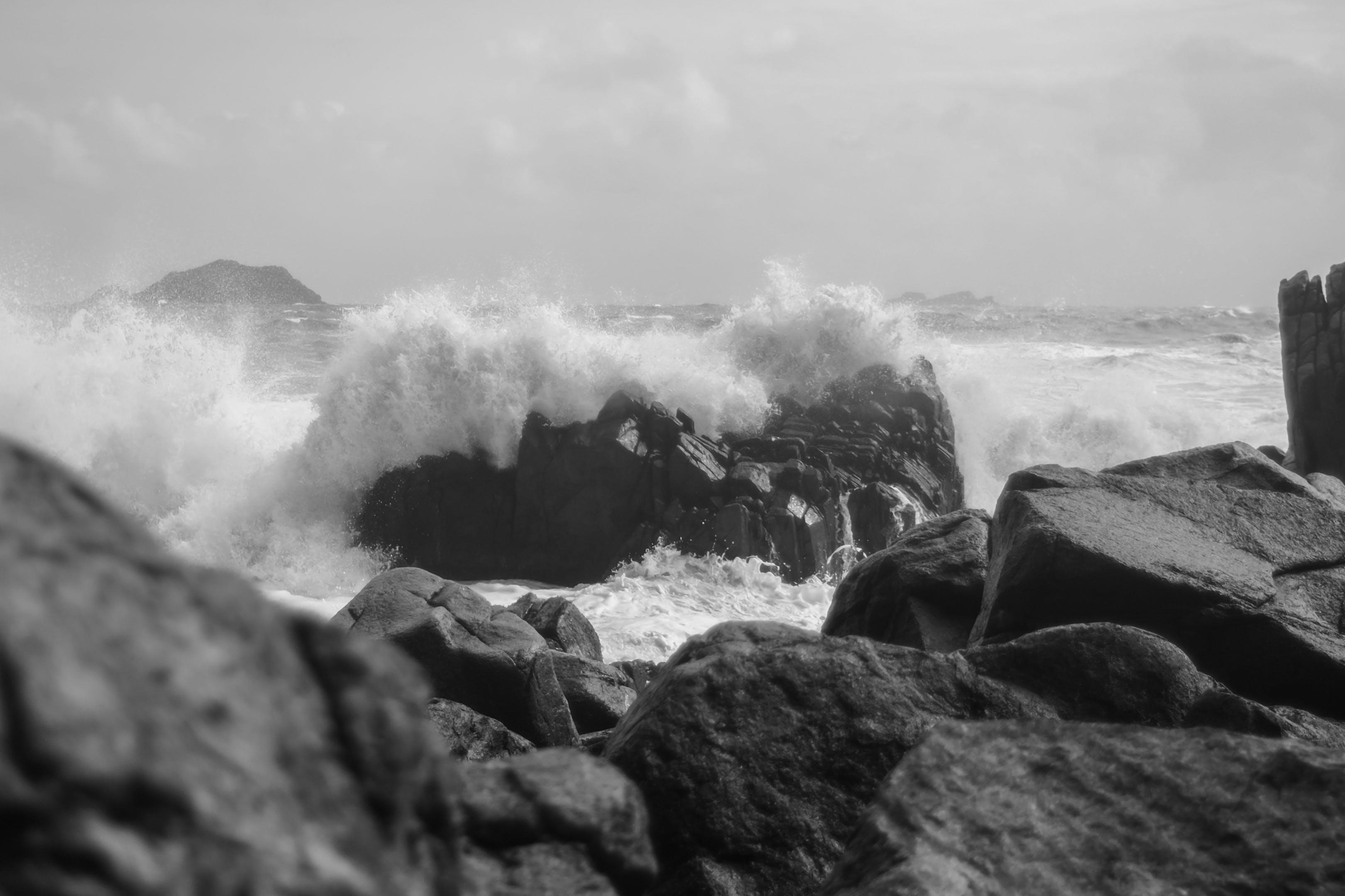 Foto profissional grátis de mar, onda, pedra, tempestade
