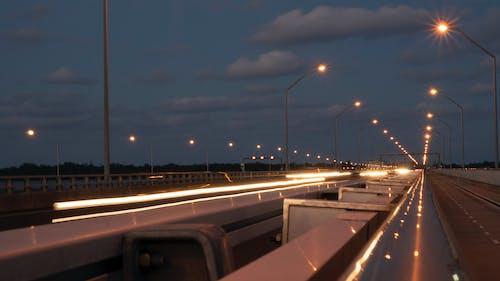 Ingyenes stockfotó autók, éjszaka, híd, hosszú expozíció témában