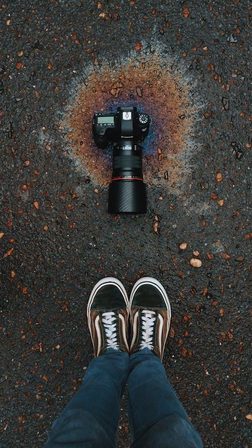Immagine gratuita di calzature, fotocamera, macinato, piedi