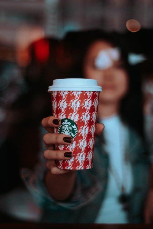 คลังภาพถ่ายฟรี ของ Starbucks, กาแฟ, กาแฟในถ้วย, คน