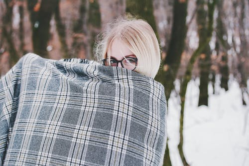 Kostenloses Stock Foto zu attraktiv, augen, bäume, brille
