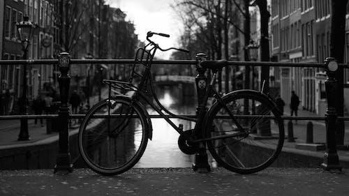 Foto d'estoc gratuïta de 35 mm, amsterdam, bici, canal