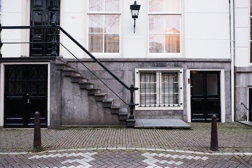 Kostenloses Stock Foto zu amsterdam, außen, bürgersteig, fenster