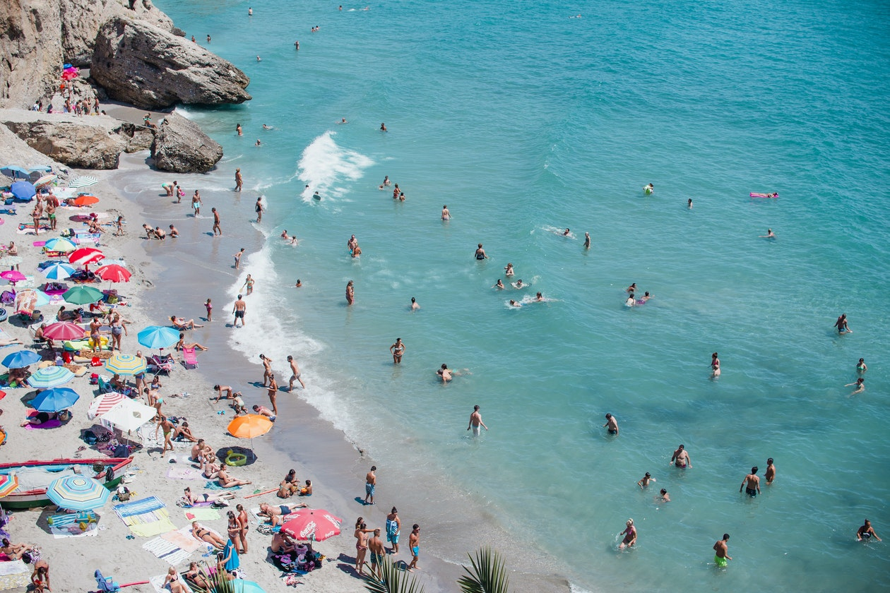 Large Family Vacations: 8 Tips for Traveling Cheap
