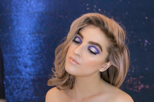 Foto profissional grátis de azul, beleza, lábios nus, maquiagem