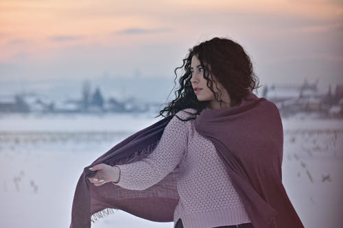 Fotos de stock gratuitas de bonito, bufanda, frío, mujer