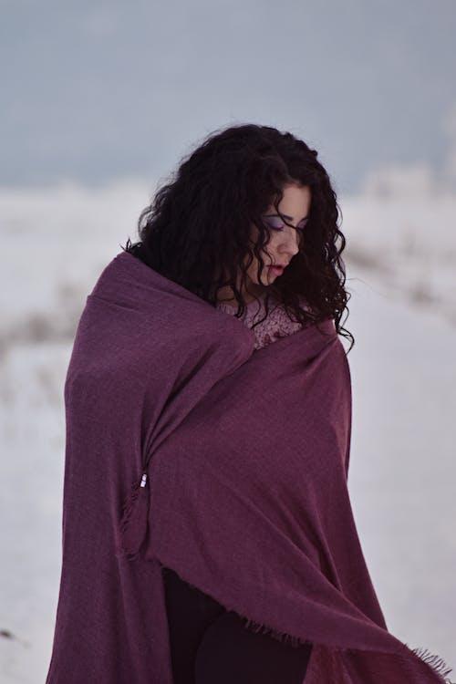 Foto d'estoc gratuïta de adult, bufanda, constipat, desgast