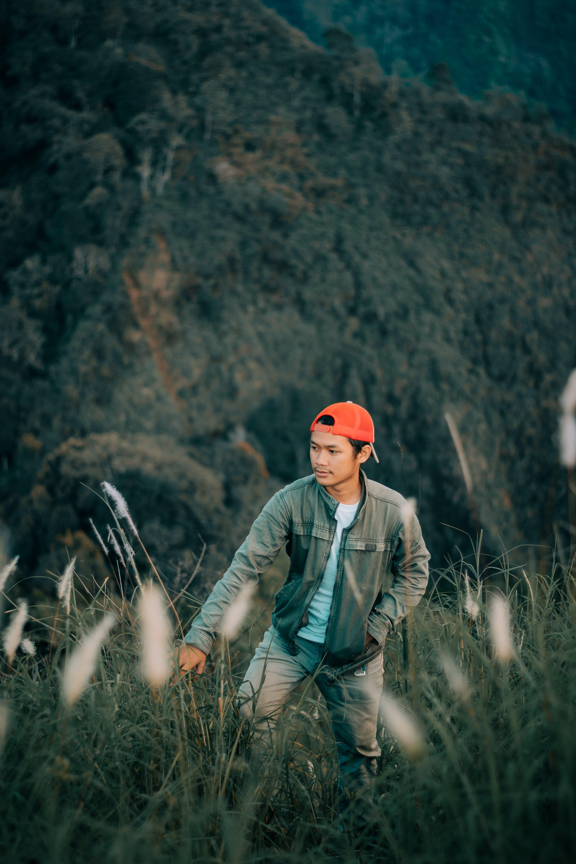 Kostenloses Stock Foto zu abenteuer, asiatischer mann, bäume, berg