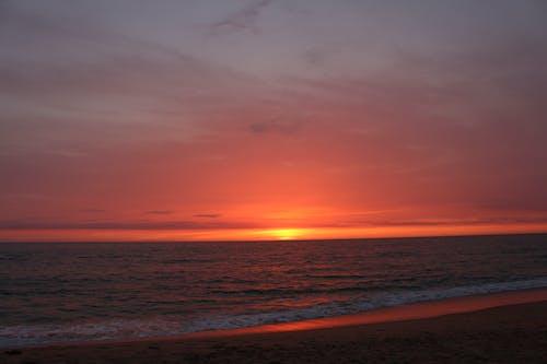 deniz, deniz manzarası, gökyüzü, gün batımı içeren Ücretsiz stok fotoğraf