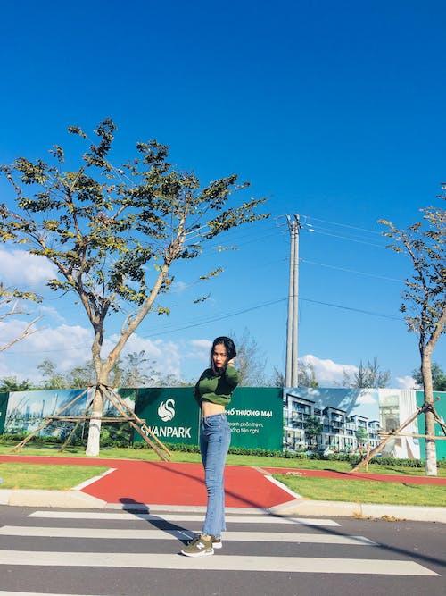 Immagine gratuita di attraversamento pedonale, corsia pedonale, donna, indossare