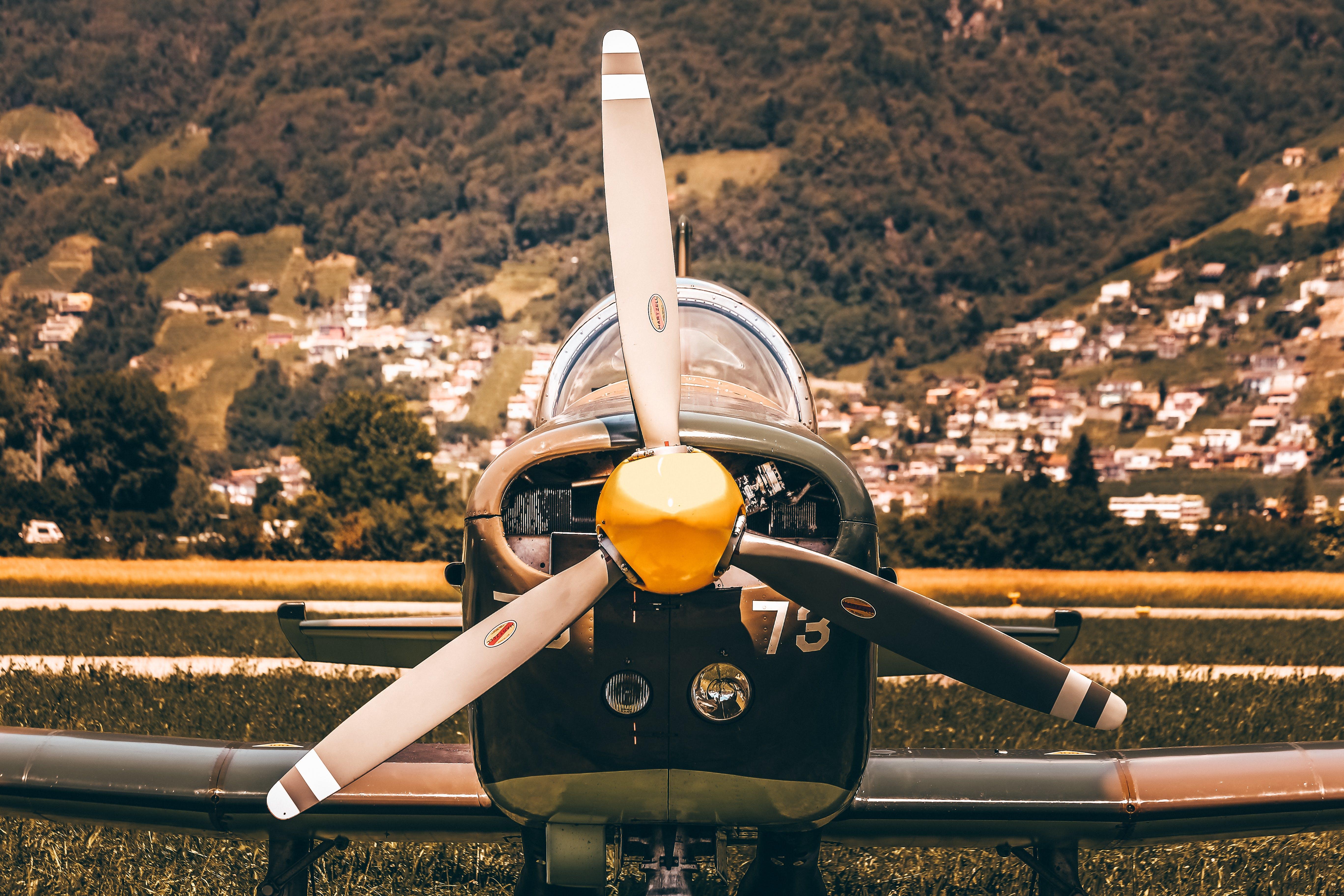 Kostenloses Stock Foto zu fliegen, flug, flughafen, flugzeug