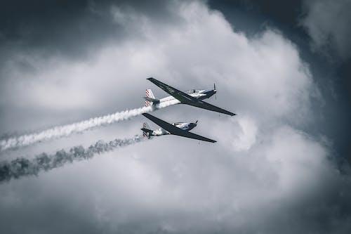 Foto stok gratis Angkatan Udara, awan, kendaraan, militer