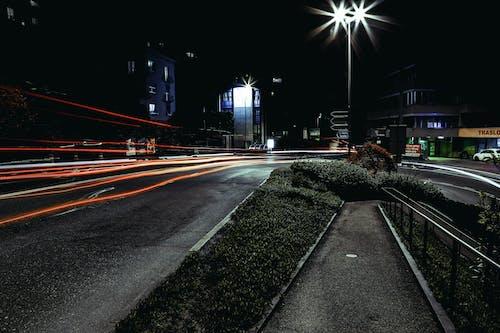 Darmowe zdjęcie z galerii z długa ekspozycja, droga, smugi światła, światła