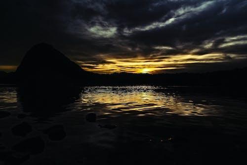 Gratis lagerfoto af bagbelyst, bjerg, landskab, morgengry