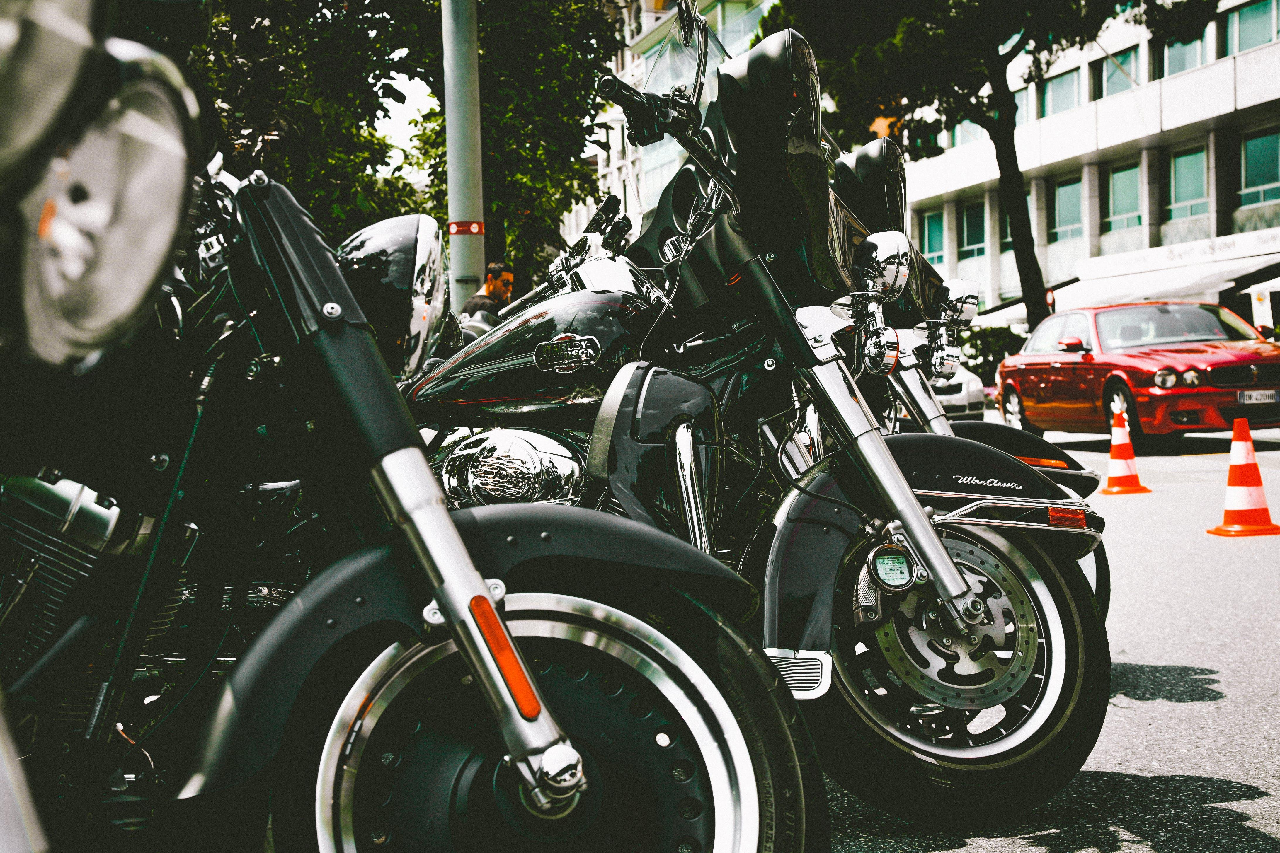 Kostenloses Stock Foto zu chrom, fahrräder, fahrzeuge, geparkt