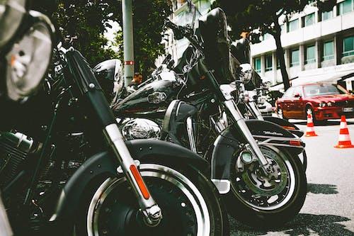 Foto profissional grátis de bicicletas, carros, chrome, clássico