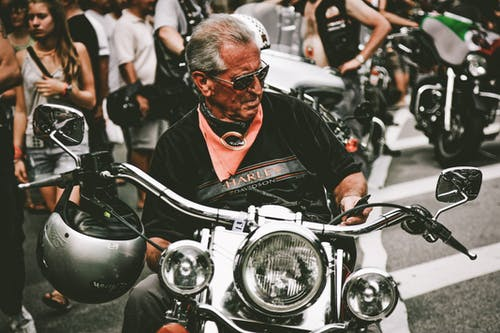 Základová fotografie zdarma na téma asfalt, biker, chopper, chrom