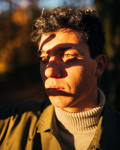 Gratis lagerfoto af ansigtsudtryk, close-up, dagslys, farverig