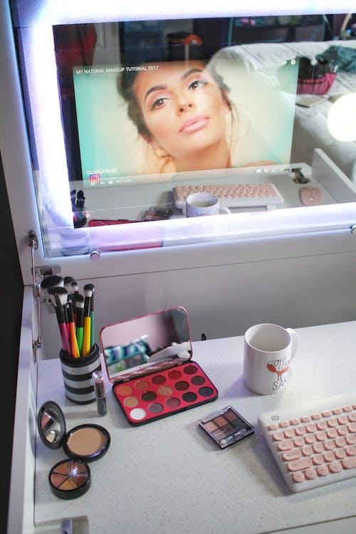 Ingyenes stockfotó asztal, billentyűzet, divat, intelligens tükör témában