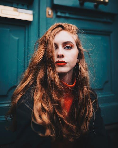 Gratis lagerfoto af ansigtsudtryk, appelsin, dame, fotosession