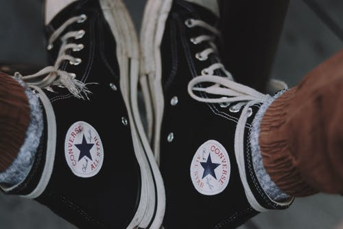 Kostenloses Stock Foto zu converse all star, etikette, fashion, fokus