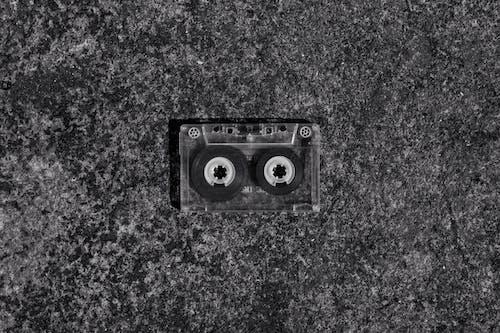 Foto d'estoc gratuïta de blanc i negre, casset, cinta de casset, molt