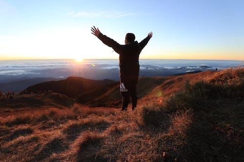 Ingyenes stockfotó felhőtenger, Férfi, kaland, Napkelte témában