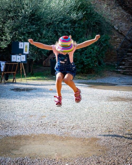 Foto profissional grátis de criança, diversão, energia, garota