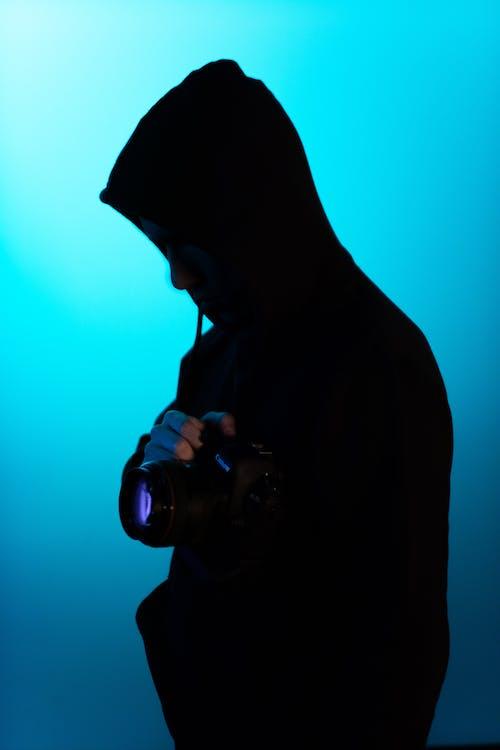 Foto d'estoc gratuïta de càmera, home, persona, retroil·luminat