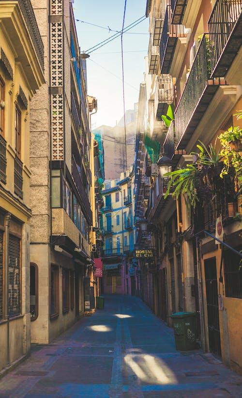 Безкоштовне стокове фото на тему «алея, будівлі, вузький, Вулиця»