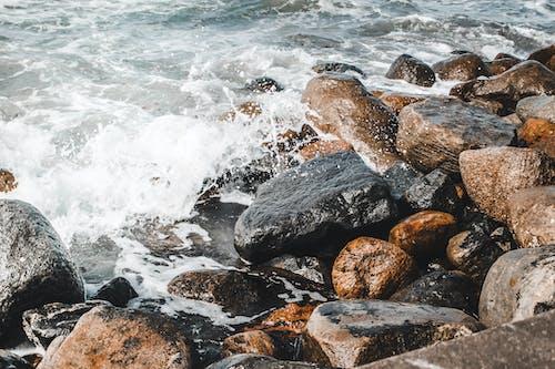 คลังภาพถ่ายฟรี ของ กลางวัน, ก้อนหิน, คลื่น, คลื่นปะทะ