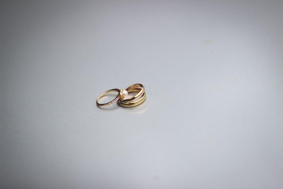 золотые кольца, обручальные кольца, ювелирные изделия